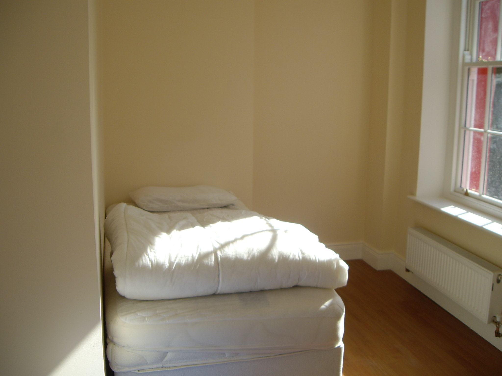 38 Cove Street bed 1